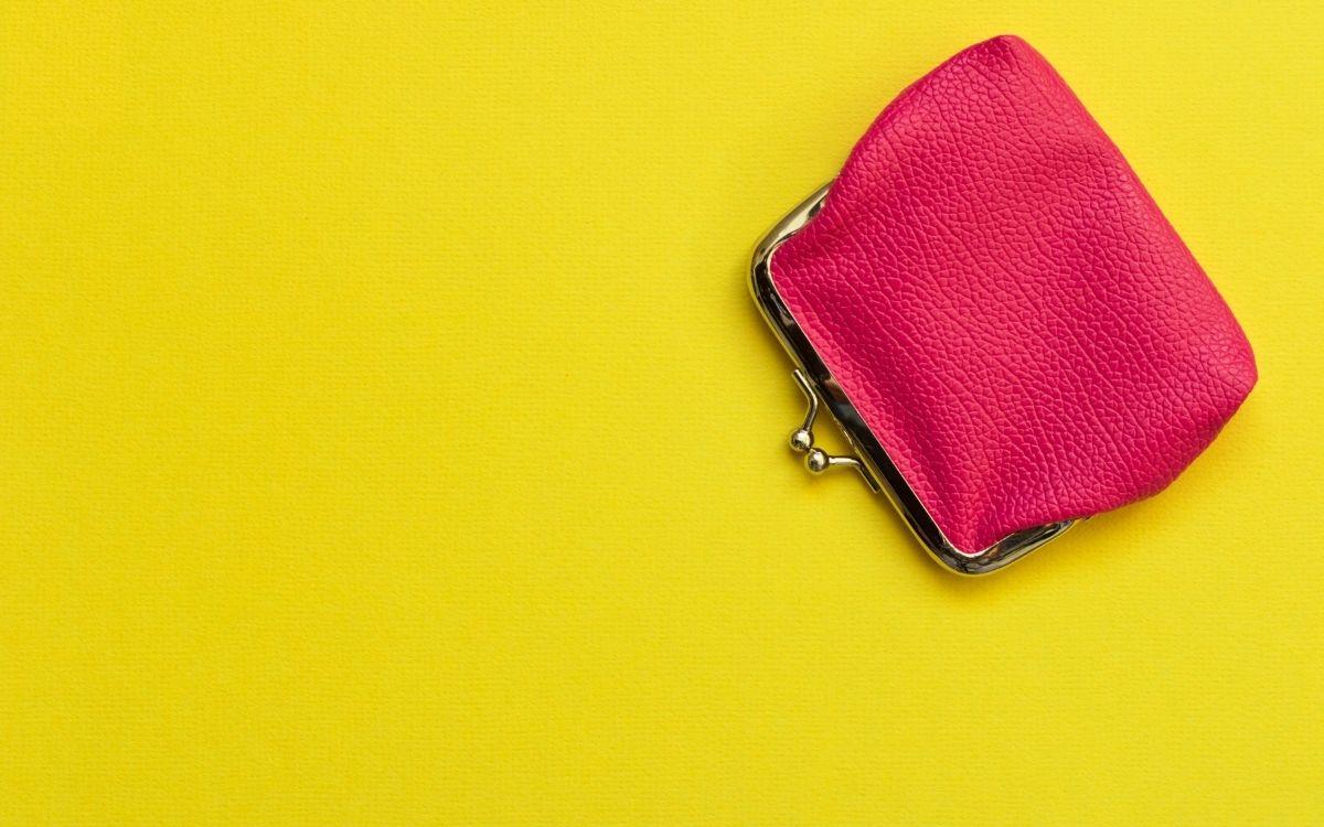 ピンク色のがま口財布