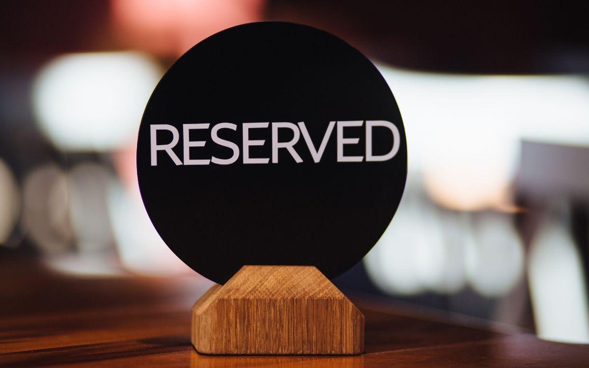 予約席を示すボード