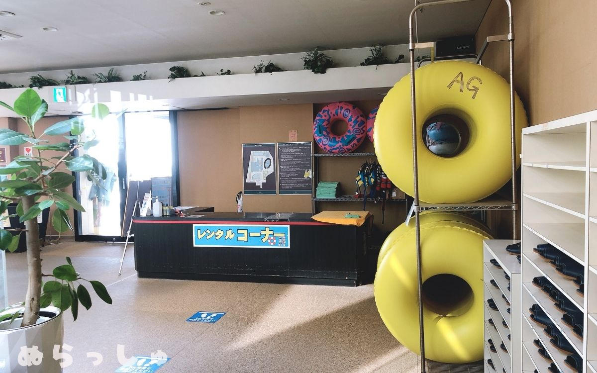 杉乃井ホテルの浮き輪レンタルコーナーの写真